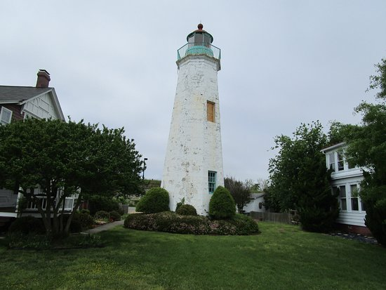 Old Point Comfort Lighthouse: Beautiful old lighthouse.