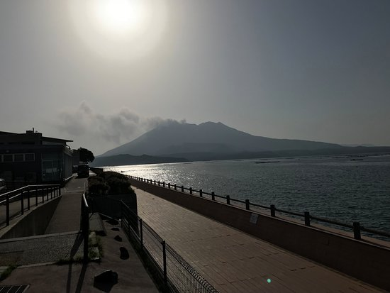 Michi-no-Eki Tarumizu: 錦江湾と桜島