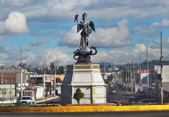 Salcedo, Ecuador: Statua e strada