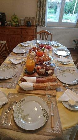 Conques-sur-Orbiel, France: Breakfast for 6-8