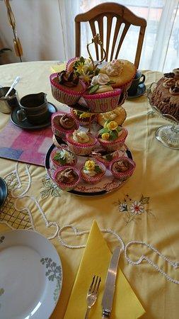Conques-sur-Orbiel, France: Afternoon Tea