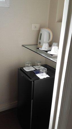 Lafayette Hotel: espacio aparte, dentro de la habitación con el frigobar y la pava eléctrica con opciones de té