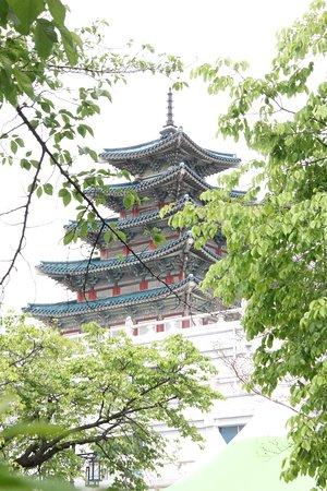 Παλάτι Gyeongbokgung: View to the Pagoda