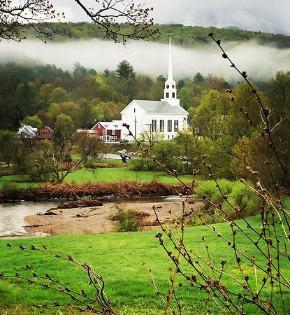 Stone Hill Inn: Beautiful Stowe, Vermont in May.