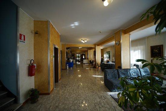 King Hotel: la nuova hall...spazio per tutti