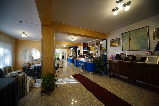 King Hotel: hall