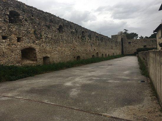 Castel Ritaldi, Italy: il muro interno