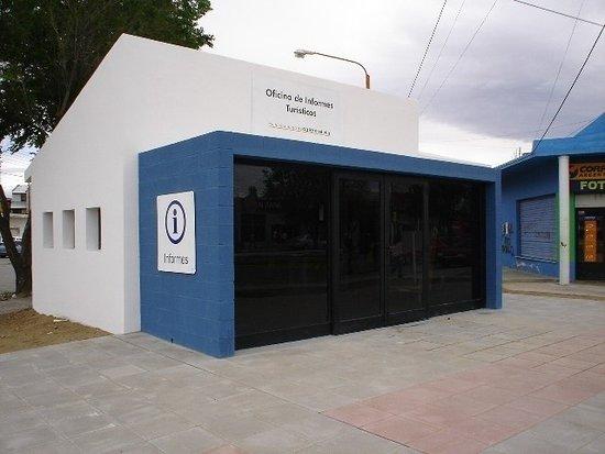 """Caleta Olivia, Argentina: Unidad de Información Turística - Av. San Martin y Guemes - frente  al Monumento """"Gorosito"""""""