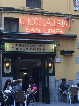 Chocolateria San Gines: entrance to chocolateria