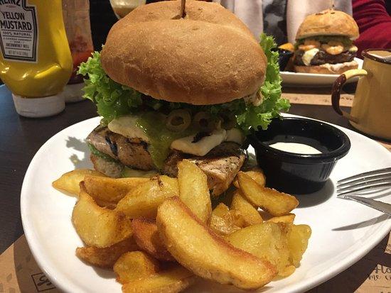 La Joya Sanguches Restaurant: La 'Sin vergüenza'