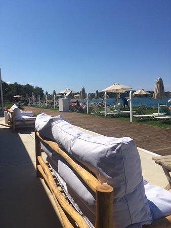 Aptera Beach Resort: lounging