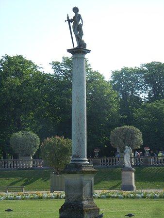 Statue David vainqueur de Goliath