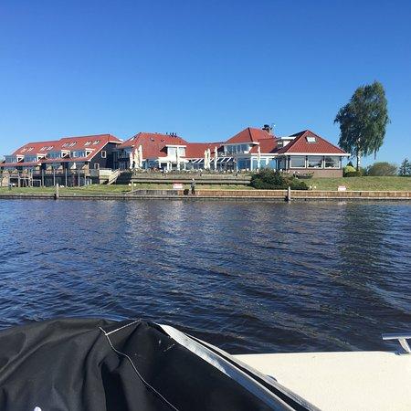 Koudum, The Netherlands: hotel vanaf het water