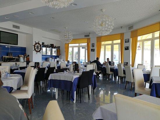 In Mezzo al Mare: la sala interna