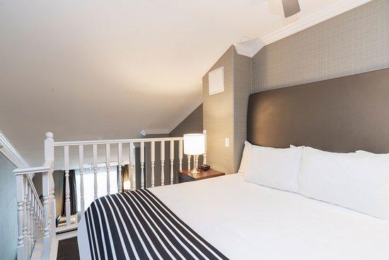 Sandman Hotel Vancouver Airport: Jacuzzi Loft Suite