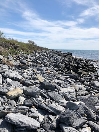 Sachuest Point National Wildlife Refuge: The rocky beach
