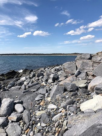 Sachuest Point National Wildlife Refuge: Great boulders