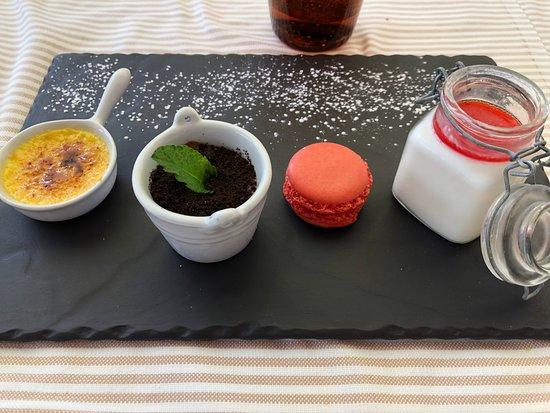 Sala Comacina, Italy: Dessert samples