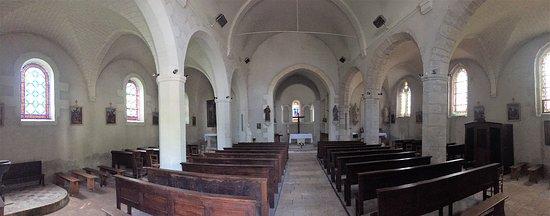 Fougeres-sur-Bievre, Γαλλία: La nef à trois vaisseaux