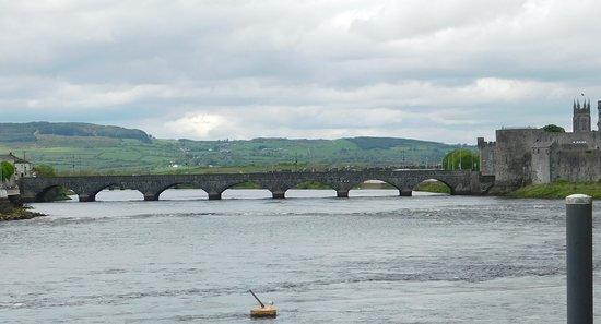 Sarsfield Bridge照片