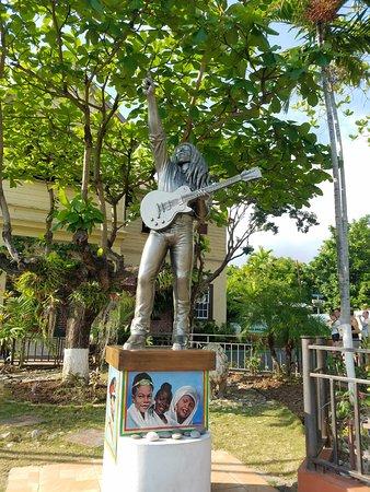 Bob Marley Museum: Bob Marley Monument