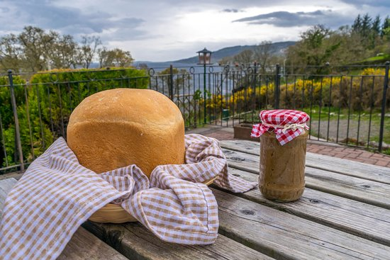 Tighnabruaich, UK: Homemade apple jam with orange cinnamon and walnut with homemade bread