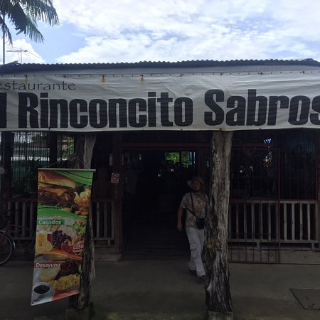 El Rinconcito Saboroso: Front of the restaurant