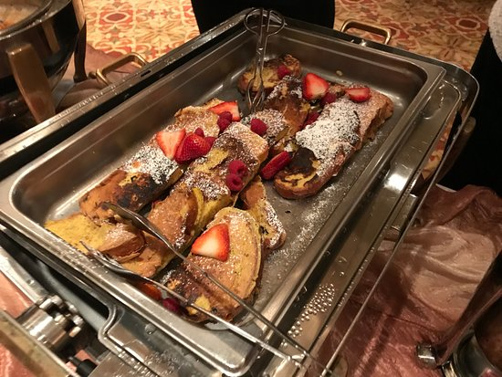 Harry's Savoy Grill: Harry's Brunch Buffet: French Toast with Raspberries