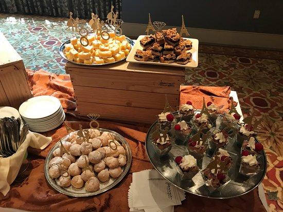 Harry's Savoy Grill: Harry's Mini Dessert Station