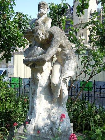 Monument a Puvis de Chavannes