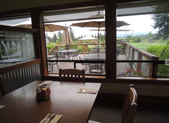 Everson, WA: deck dining area