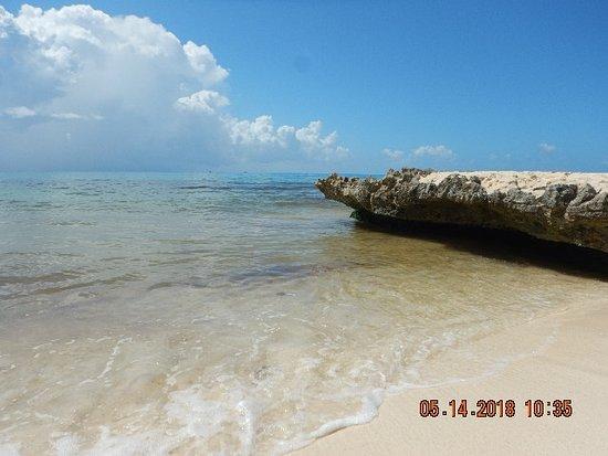 Sandos Playacar: Further down the beach