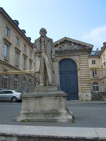 La Statue de Claude Bernard