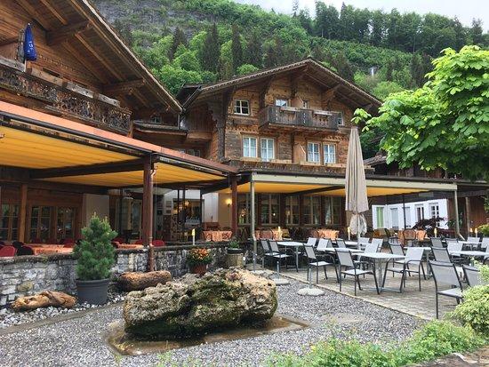 Hotel Chalet Du Lac: L'hôtel avec sa belle terrasse !