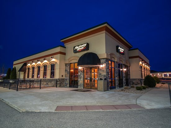 Platteville, WI: Parkway Grill at dusk.