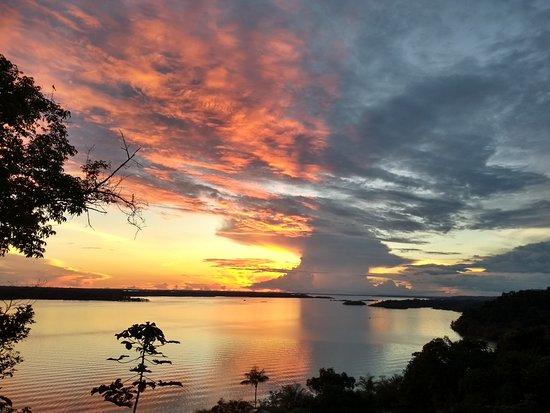 Manacapuru, AM: Lindo pôr do Sol no rio