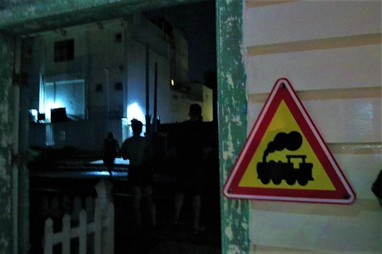 Around Sri Lanka: Warning sign from the restaurant doorstep!
