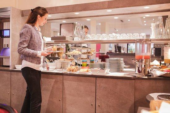 Aparthotel Fraser Suites Harmonie Paris La Defense: Buffet Breakfast
