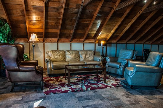 The Cannery Lodge: The Cannery Club
