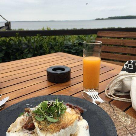 Cafè Knatter: Herrlicher, frischer Fisch und dazu der traumhafte Blick aufs Achterwasser