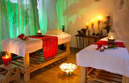 Camillas amplias para disfrutar de un masaje muy relajante - Decoracion zen spa ...