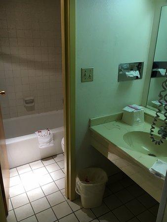 Super 8 by Wyndham Laramie: Bathroom and sink
