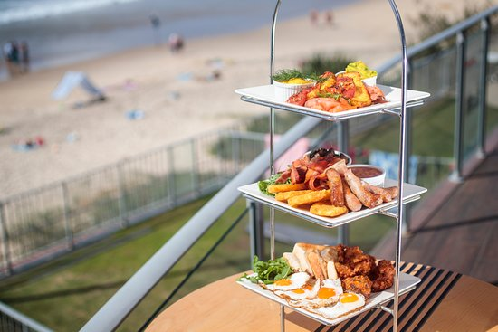 Coolum Beach, Australia: Get your friends together and take on our Ultimate Brekky Tower!