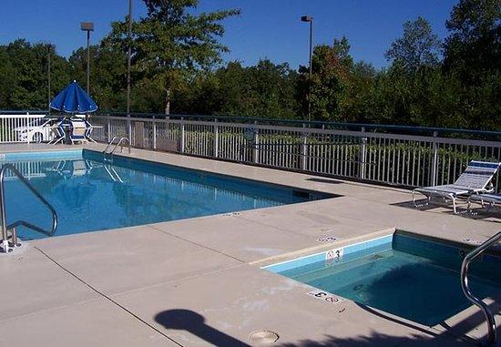 Fairfield inn suites macon g orgie voir les tarifs for Tarif piscine macon