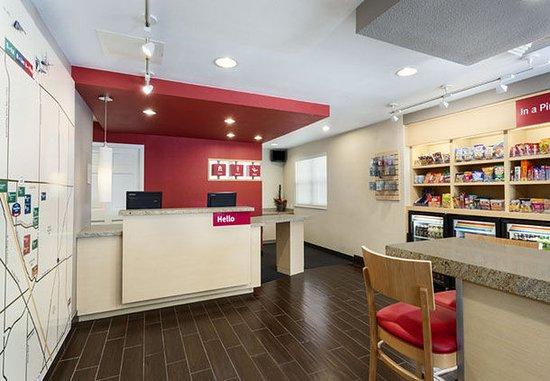 TownePlace Suites Salt Lake City Layton: Lobby