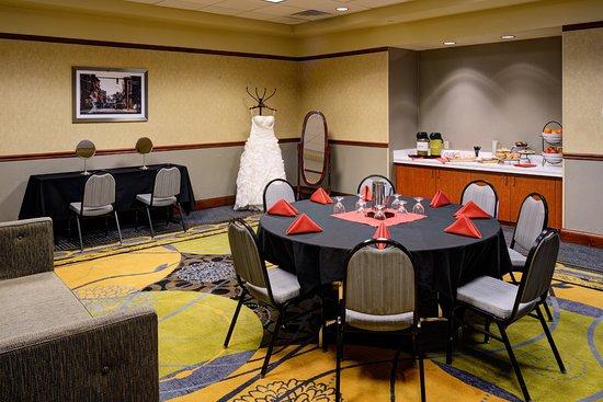 Hilton Garden Inn Detroit Downtown: Bridal parlor available for weddings