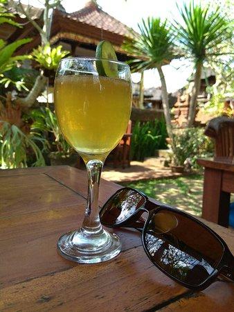 Warung Makan Bu Rus : Arak with lemon and honey