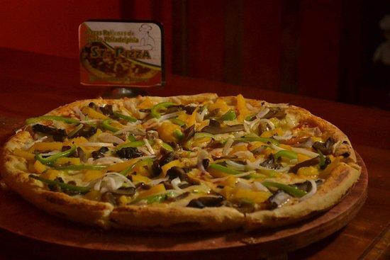 Tizimin, Mexico: pizza vegetariana ( piña, champiñones cebolla blanca, pimiento verde)