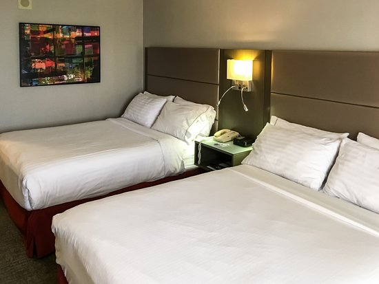 Holiday Inn Express Hotel Vancouver Metrotown: Two Comfotable Queens