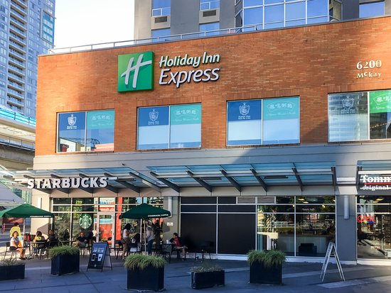 Holiday Inn Express Hotel Vancouver Metrotown: HIEX with Starbucks & Other Food Options